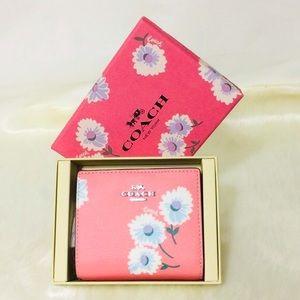 NWT Coach Daisy Snap Wallet in gift box